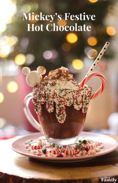 14 AMAZING Disney Copycat Recipes to Make at Home! Recreate the feeling of Disney with these recipes inspired by the ones served at Disneyland and Walt Disney World! Walt Disney World, Disney World Christmas, Christmas Drinks, Christmas Desserts, Holiday Treats, Christmas Treats, Christmas Baking, Holiday Recipes, Disney Family