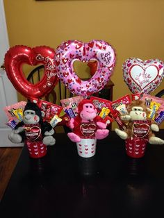 60 DIY Valentine's Day Gift Baskets & Bouquets for Him – Ethinify - Valentine's Days / Valentinstag Valentines Day Baskets, Fun Valentines Day Ideas, Kinder Valentines, Cute Valentines Day Gifts, Valentines Day Decorations, Valentine Day Crafts, Valentines Gifts For Boyfriend, Valentine Gift For Friends, Valentines Recipes