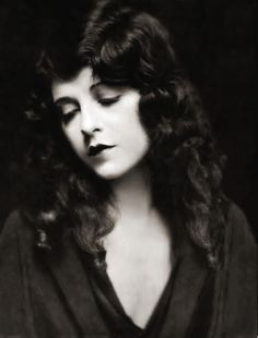 fuckyeahmodernflapper: June Marlowe, silent beauty. June was an American actress, who appeared in six Our Gang short subjects as the lovely schoolteacher Miss Crabtree.