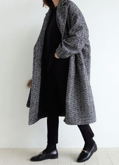 Manteau oversize + pantalon 7/8 = le bon mix (photo Death by Elocution)