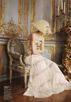 Editorial for Vogue October 2007 Photography: David Sims Model: Raquel Zimmerman Styling: Grace Coddington (who is a genius!) Such incredible clothing, and I would literally do anything to shoot in a location as amazing as this house. Vogue Editorial, Editorial Fashion, Grace Coddington, David Sims, Edie Campbell, Armani Prive, Édito Vogue, Editorial Photography, Fashion Photography