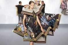 """絵画がドレスに ヴィクター&ロルフが""""ウェアラブルアート""""を提案   Fashionsnap.com"""