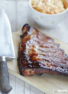 En casa nos gustan tanto las costillas de cerdo que las hemos cocinado de mil y una formas: usando el horno, a la barbacoa o guisadas, y tanto al natural com...