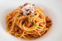 How to make the best spaghetti and meat sauce from scratch in under 30 minutes. Learn my secrets to a delicious easy pasta sauce. Best Spaghetti Recipe, Spaghetti Meat Sauce, Spaghetti Bolognese, Spaghetti Recipes, Homemade Spaghetti, Meat Sauce Recipes, Food Porn, Roasted Mushrooms, Pizza