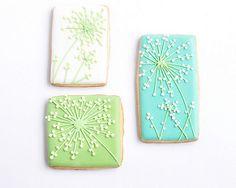 Flowers on Square Cookies - Fleurs sur sablés carrés   by Jolies Gourmandises