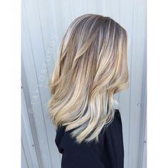 Balayage baby lights blond shorthair medium hair platinum