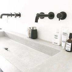 B l a c k  a n d  S t o n e  __________________________ Auch wenn alle davon abraten hätte ich so gerne schwarze Amaturen und ein Natursteinwaschbecken  Wer hat eins und hat Erfahrungen? __________________________ #bathroom #badideen #inspirationeveryday #bad #naturstein #stein #steinwaschbecken #renovierung #hauskauf #hausumbau #einrichtung #bauherren2018 #bauherren #häuslebauer #interior #interiør #interiordesign #wohnideen #solebich #wohnklamotte #wohnkonfetti #interior123 #interior125…