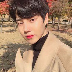 Ulzzang uploaded by Lin on We Heart It Korean Boys Ulzzang, Cute Korean Boys, Ulzzang Boy, Korean Men, Korean Girl, Cute Asian Guys, Asian Boys, Asian Men, Cute Guys