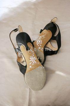 This GEM SOLE® image of the scorpion.   -for Japanese elegant tanguera Mrs E.     All Swarovski Elements used.  Order here; kikitai7@diferente.biz
