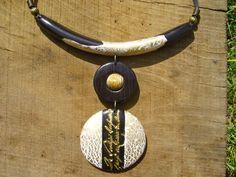 collier ethnique blanc,or,bois