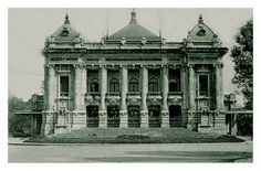 Nhà Hát Lớn (Khoảng từ 1912 về trước) Theater Architecture, Vietnam History, Hanoi Vietnam, Opera, Big Ben, Facade, Theatre, Taj Mahal, Louvre