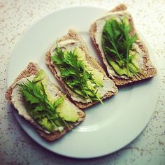 Avocado and Vegan Cream Cheeze Sandwich (could also use sliced cucumber or radishes)