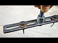 A Rechargeable Electric Knife Makes Carving Easy – Metal Welding Woodworking Vice, Woodworking Books, Diy Hanging Shelves, Floating Shelves Diy, Homemade Tools, Diy Tools, Collector Knives, Carpentry Tools, Metal Welding