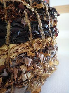 feb 27 - basket made of seaweed Willow Weaving, Basket Weaving, Flax Weaving, Mermaid Bowl, Making Baskets, Paper Basket, Textile Art, Textile Sculpture, Nature Crafts