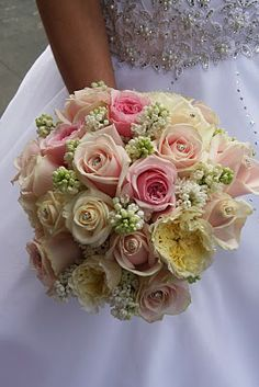 A very clean and crisp wedding bouquet of Cream Vendella Roses, Patience Roses, Sweet Avalanche Roses and Miranda Roses together with just a hint of white lilac