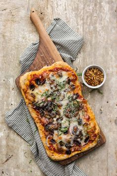 Olive Pizza with Red