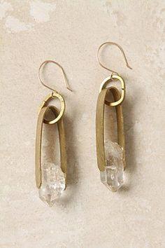 Boucle d'oreilles en cristal de roche brut.
