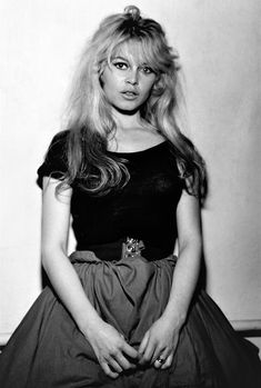 Miss Brigitte Bardot : Photos Bridgitte Bardot, Hollywood Glamour, Hollywood Actresses, Old Hollywood, 50s Actresses, Hollywood Icons, Hollywood Fashion, Brigitte Bardot Young, Bardot Hair