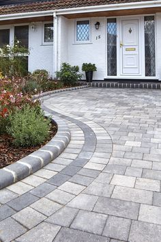 BETA TRIO Silver Haze Block paving looks striking with its clean lines and smooth surfaces creating a contemporary look for your driveway. It's also great for gardens where the reduced gap between blocks minimises soil collection. Front Garden Ideas Driveway, Driveway Design, Driveway Landscaping, Patio Design, Garden Design, Driveway Blocks, Block Paving Driveway, Stone Driveway, Driveway Border