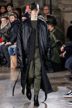 See the complete Juun.J Fall 2017 Menswear collection.