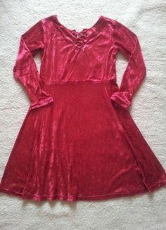 Įsigyk mano drabužį #Vinted http://www.vinted.lt/moteriski-drabuziai/trumpos-sukneles/18869102-raudona-barchatine-suknele-su-raistukais