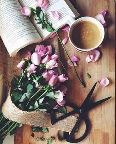 Imagem de flowers, coffee, and book