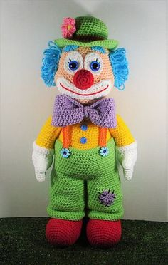 Dewey The Clown is a fun colourful fellow. Finished doll is about inches tall if using worsted weight yarn. Dewey The Clown is a fun colourful fellow. Finished doll is about inches tall if using worsted weight yarn. Knitted Doll Patterns, Knitted Dolls, Amigurumi Patterns, Crochet Dolls, Crochet Amigurumi, Amigurumi Doll, How To Start Knitting, Crochet Hook Sizes, Crochet Hearts