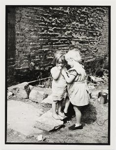 Children in Sydney slums, mainly Surry Hills, Woolloomooloo, Redfern, 1949 by Ted Hood Photographs Of People, Vintage Photographs, Australian Painters, Sydney City, Surry Hills, Slums, Old West, Sydney Australia, Historical Photos