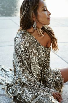 Holiday sparkle ✨ wearing dress via Taken by sincerelyjules on Friday December 2017 High Street Fashion, Estilo Fashion, Look Fashion, Womens Fashion, Sequin Outfit, Sequin Dress, Sparkle Outfit, Nye Dress, Dress Up