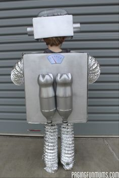 How to make the coolest Robot Costume Ever! How to make the coolest Robot Costume … Robot Halloween Costume, Costume Garçon, Fete Halloween, Boy Costumes, Diy Costumes For Boys, Children Costumes, Toddler Costumes, Costume Makeup, Halloween Halloween
