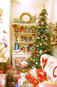 Happy Loves Christmas   HAPPY LOVES ROSIE
