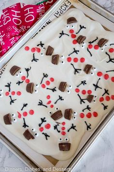 Melted Snowman Bark - get in the holiday spirit with this super easy, super ador. Melted Snowman Bark - get in the holiday spirit with this super easy, super adorable candy . Christmas Bark, Christmas Snacks, Christmas Cooking, Christmas Goodies, Holiday Treats, Holiday Recipes, Christmas Chocolate, Christmas Gingerbread, Gingerbread Houses