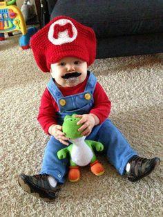Baby in Mario Bros costume Funny Costumes, Cute Halloween Costumes, Baby Costumes, Toddler Costumes, Baby Mario Costume, Little Babies, Cute Babies, Baby Kostüm, Mario Birthday Party