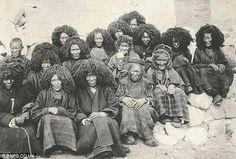 A cerca de 35.000 aC um grupo destes africanos chinêses, mais tarde conhecido por nós como o Jomon, tomou o caminho e entrou no Japão, eles se tornaram os primeiros humanos a habitar as ilhas japonesas. Mais tarde, um outro grupo conhecido por nós como o Ainu, os seguiu. Estranhamente índios não faziam parte deste grupo. Hoje, seus genes podem ainda ser encontrados em 40% dos japoneses modernos, bem como os mongóis e Tibetanos do passado e atuais.