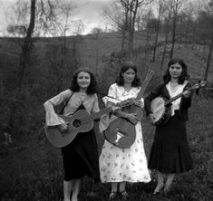 Sloane sisters of Rowan County, Kentucky. Univ of Louisville Libraries Digital Collections. Jamie Williams, Appalachian People, Americana Music, Mountain Music, Folk Festival, Band Pictures, She Is Fierce, Mystery Novels, Folk Music