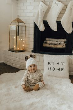 Christmas home decor // cozy baby clothes // holiday photography
