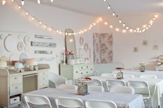 Shabby chic Baby's first birthday party. So vintage yet totally doable! I already own a lot of things to make this decor possible..