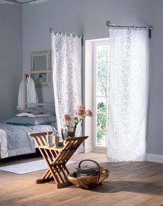 Krótkie karnisze uchylne ułatwiają otwieranie okna. Koniec z przeciąganiem firan po drążku!