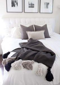 Ideas para renovar nuestras mantas . Os mostramos un DIY para renovar las mantas del sofá. Se trata de hacer pompones para darles un aire más mono.