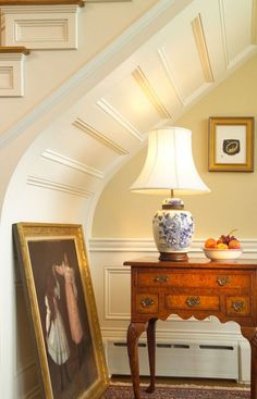 Contemporary Home Design in Comfortable Interior Concept : Classic Staircase Decor With Antique Painting Cliffside Residence Home Interior, Interior Architecture, Interior And Exterior, Interior Decorating, Interior Design, Interior Concept, Beautiful Interiors, Beautiful Homes, Stair Paneling