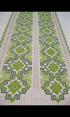 This post was discovered by Niki Ven. Discover (and save!) your own Posts on Unirazi. Celtic Cross Stitch, Cross Stitch Borders, Cross Stitch Designs, Cross Stitching, Cross Stitch Embroidery, Cross Stitch Patterns, Crochet Stitches Patterns, Embroidery Patterns, Swedish Weaving Patterns