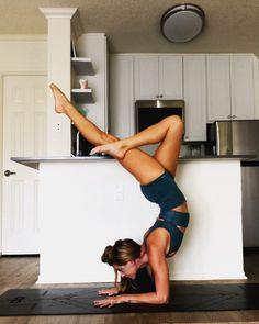 Forearm stand yoga flow At home yoga practice inspiration yoga fitness yogaflow yogaposes handstand Ashtanga Yoga, Yoga Vinyasa, Yoga Inversions, Yoga Sequences, Yoga Handstand, Handstands, Yoga Inspiration, Fitness Inspiration, Yoga Fitness