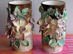 Vases en Barbotine à décor de fleurs. - Art et Antiques