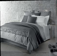 Представьте, каким будет ваш сон на такой постели... Нежная, несравнимая даже с шёлком жаккардовая ткань от дома Frette, подарит комфорт, тепло и эстетическое удовольствие. #chic #comfort #homestyle #дизайн #фретте #киев