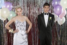 Link Time — Awkward Celeb Prom Pics