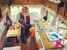 The kitchen in full swing last night. This design is definitely working for us. No stress, a place for everything and everything accessible when it's needed 👍🏻🚐💕