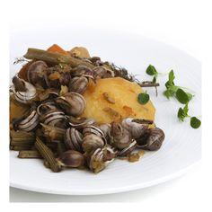 CARAGOLÀ - Ingredientes: 1 cebolla mediana, 1 tomate, 1 pimiento, pencas o judías verdes, 4 patatas, ½ kg caracoles, hinojo, colorante. Sofreir la cebolla, el tomate y el pimiento. Añadir 2 litros de agua con el resto de  ingredientes troceados y sal y hervir durante 1 hora aproximadamente. Receta: Mª Dolores Seguí. FOTO: Manolo Fotògrafs Valencia, Stuffed Mushrooms, Vegetables, Ethnic Recipes, Food, Onion, Recipes, Green Beans, Coloring