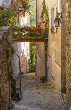 Visit France, South Of France, Beautiful World, Beautiful Places, Villefranche Sur Mer, Houses In France, Italian Village, Northern Italy, Stone Houses
