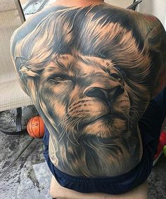 Epic Lion back Tattoo Lion Back Tattoo, Lion Shoulder Tattoo, Back Piece Tattoo, Neue Tattoos, Arm Tattoos, Body Art Tattoos, Cool Tattoos, Back Tattoos For Guys, Full Back Tattoos