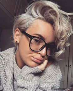 New hair short blonde curly pixie cuts Ideas Curly Pixie Haircuts, Curly Pixie Cuts, Bob Hairstyles, Pixie Bob, Grown Out Pixie Cut, Style Short Hair Pixie, Short Girl Hairstyles, Short Haircuts Women, Blonde Short Hair Pixie